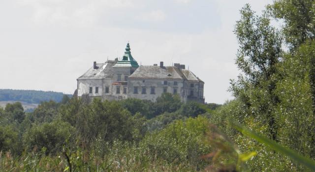 замки Украины, Олеский замок с трассы