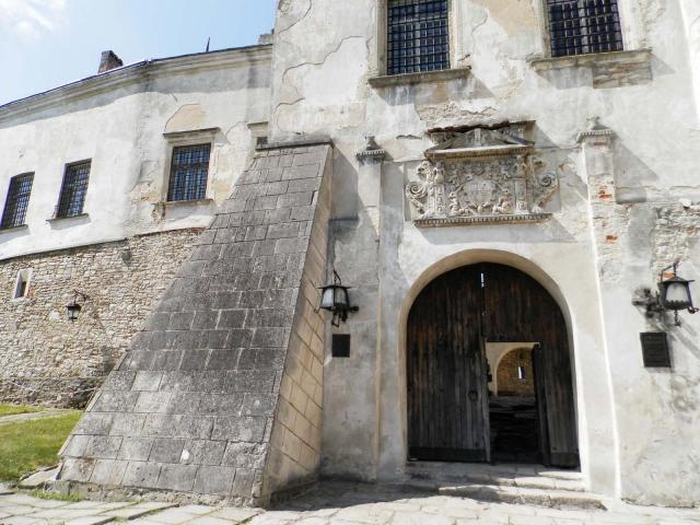 замки Украины, Олеский замок ворота