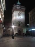 krakow_main_gate_night