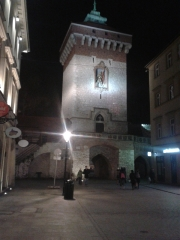 krakow_main_gate_night